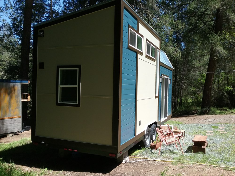 Handcrafted Modern Tiny Home 17.jpg