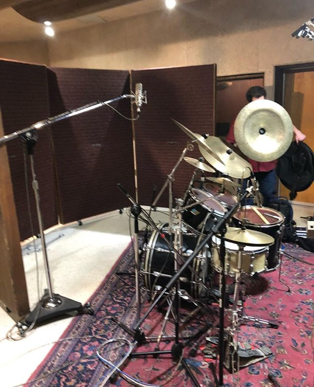 Setup for micing this drum set today.🥁 . Want us to mic your drum set? Contact us today at info@tapeworksinc.com to book your session. . #tapeworksinc#hartfordrecordingstudio#hartfordhasit#drummicing#drumsessions#recordingdrums#audioengineers