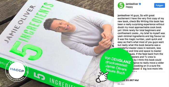 """Jamie Oliver  – zum Glänzen gebracht  """"5 INGREDIENTS"""" das neue Jamie-Oliver Kochbuch.  Von vielen Hobbyköchen auf der ganzen Welt schon länger sehnlichst erwartet, ist es nun erschienen: """"5 INGREDIENTS"""" das neue Jamie-Oliver Kochbuch. Wir von DENGLANZ sind sehr stolz darauf, dass wir dem mutmaßlichen neuen Bestseller zu zusätzlichem Glanz verhelfen durften. Denn die Folienkaschierung und partielle UV-Lackierung des Buchumschlags wurde bei uns im Haus durchgeführt.   >> Direkt zum Instagram-Post von Jamie Oliver   5 Zutaten machen das gelungene Gericht – und die gelungene Druckveredelung! Die Flexibilität, Qualität, Innovation, Dienstleistung und – ganz besonders – die Alles-aus-einer-Hand-Leistung von DENGLANZ sind die Ingredienzien, die Ihr Printerzeugnis perfekt aufwerten.  Gerne begeistern wir auch Sie. Rufen Sie uns am besten gleich an! Wir freuen uns darauf, Sie persönlich zu beraten."""