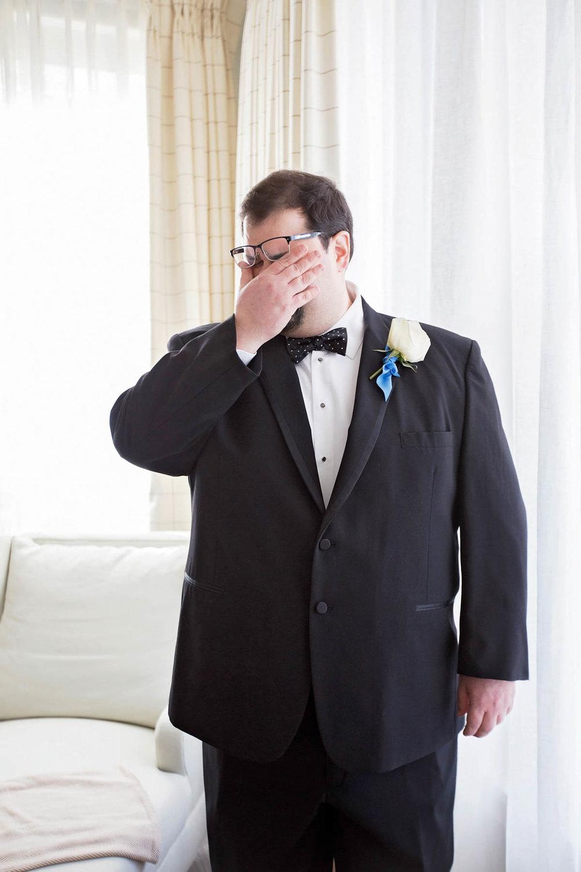 best-luxurious-high-end-wedding-photography-louisville-ky-fancy-boudoir-female-african-american-photographer-emotional-groom