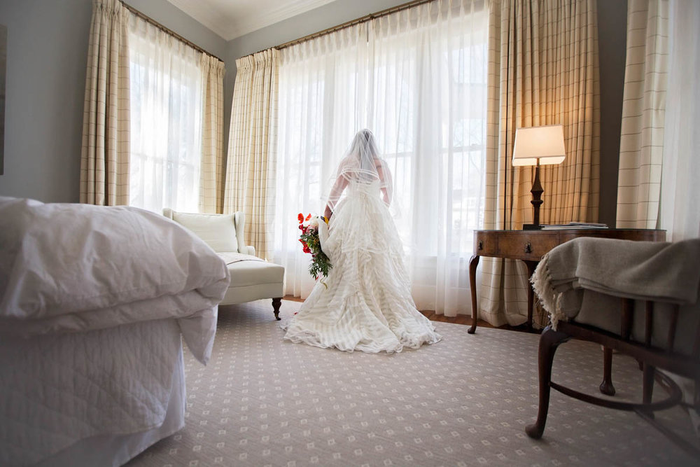 best-luxurious-high-end-wedding-photography-louisville-ky-fancy-boudoir-female-african-american-photographer-curvy-bride