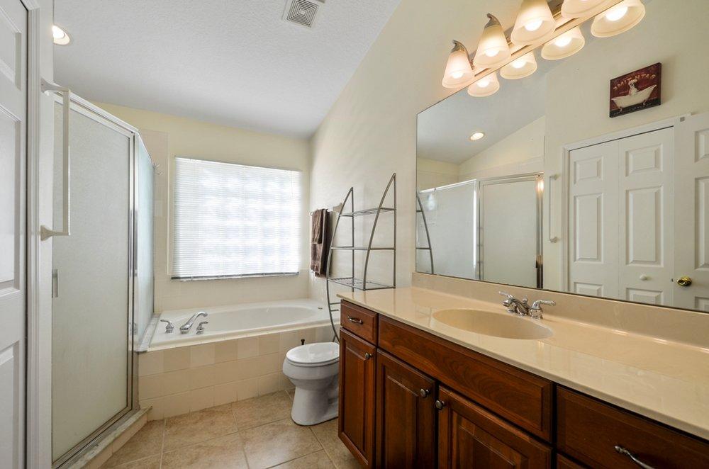 08_bathroom1.jpg