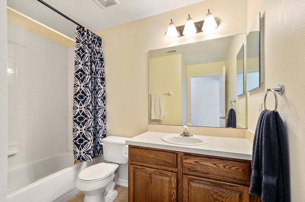 10_bathroom2.jpg