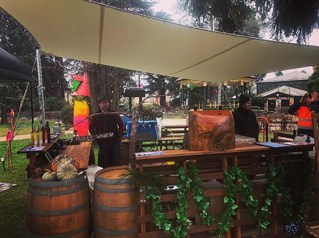 The #bathurstwinterfestival bespoke garden bar with the guys from @two_heads_brewing & @renzagliawines featuring our smallest mojo marquee. Thanks to @karl.shead and his team for the finishing touches 🕺 #visitbathurst #regionalevents