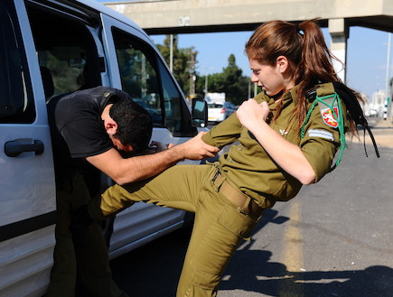 israeli-woman-kicks-man-in-balls.jpg