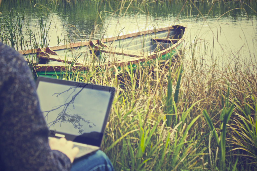 laptop-notebook-working-outside.jpg