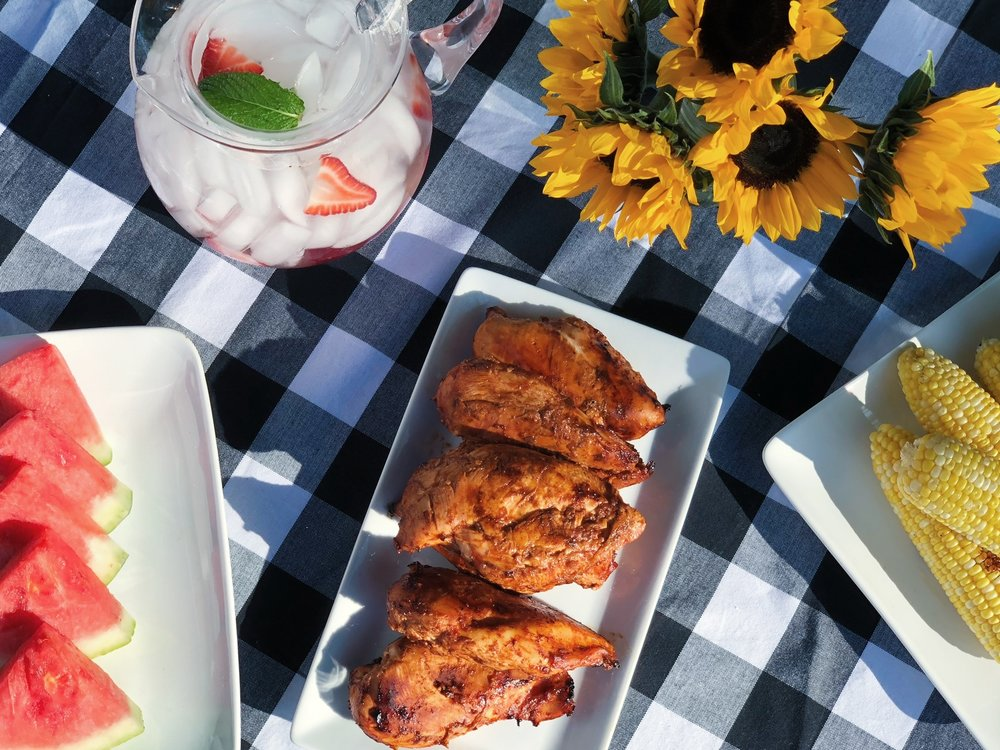 line & lee barbecue tablescape