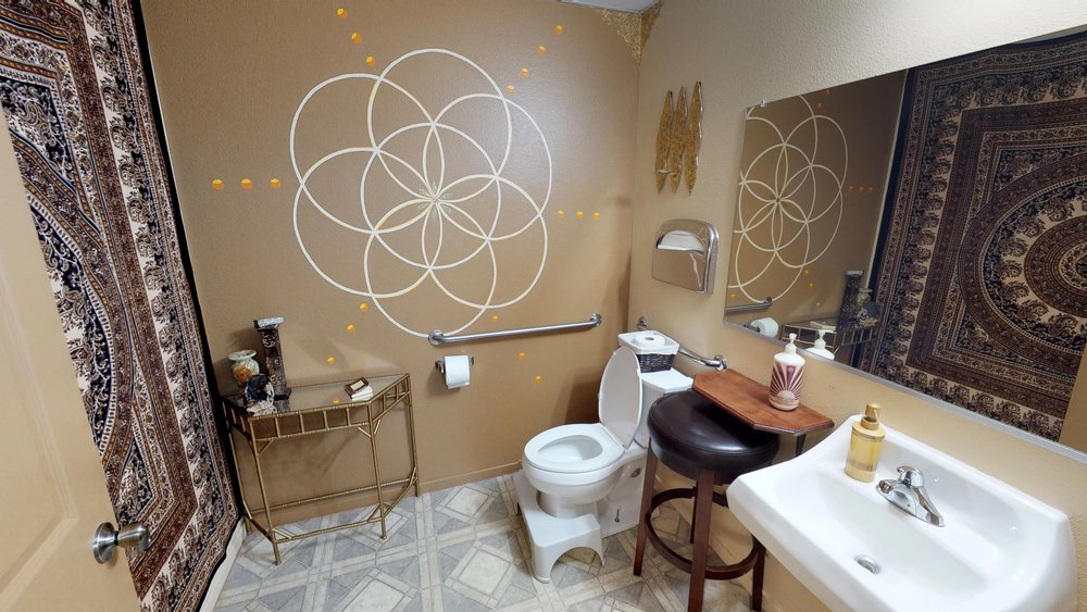 WWwzA4nwK38 - Bathroom(1).jpg