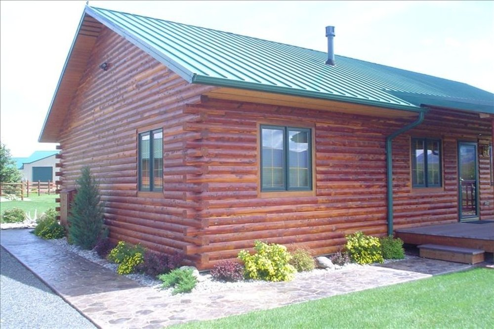Vacation Rentals near Yellowstone! We offer The BEST whitewater rafting & Yellowstone activities for your family! Located in Gardiner, Montana,