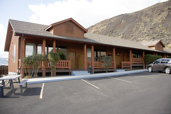 Yellowstone Village Inn -