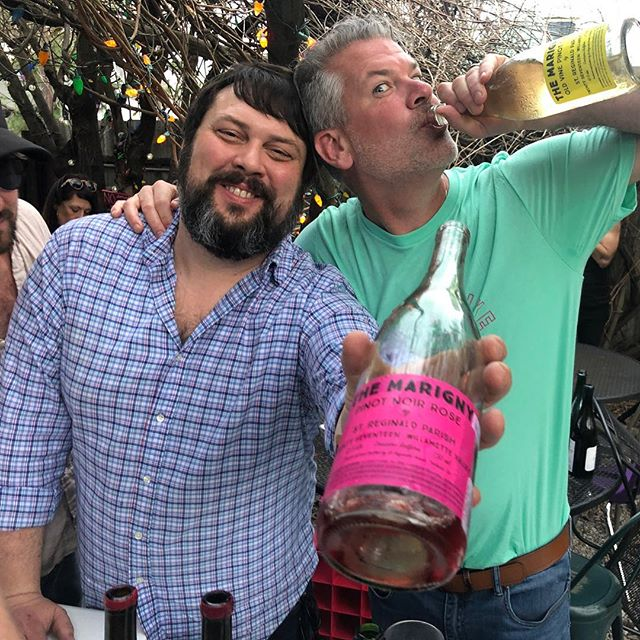 Andy and Neil pouring that good good @streginald wine @bacchanalwine!  One for you, two for me, that's the Neat Way! 😉💣🤘🏼#carbonicischronic #yumyumjuice