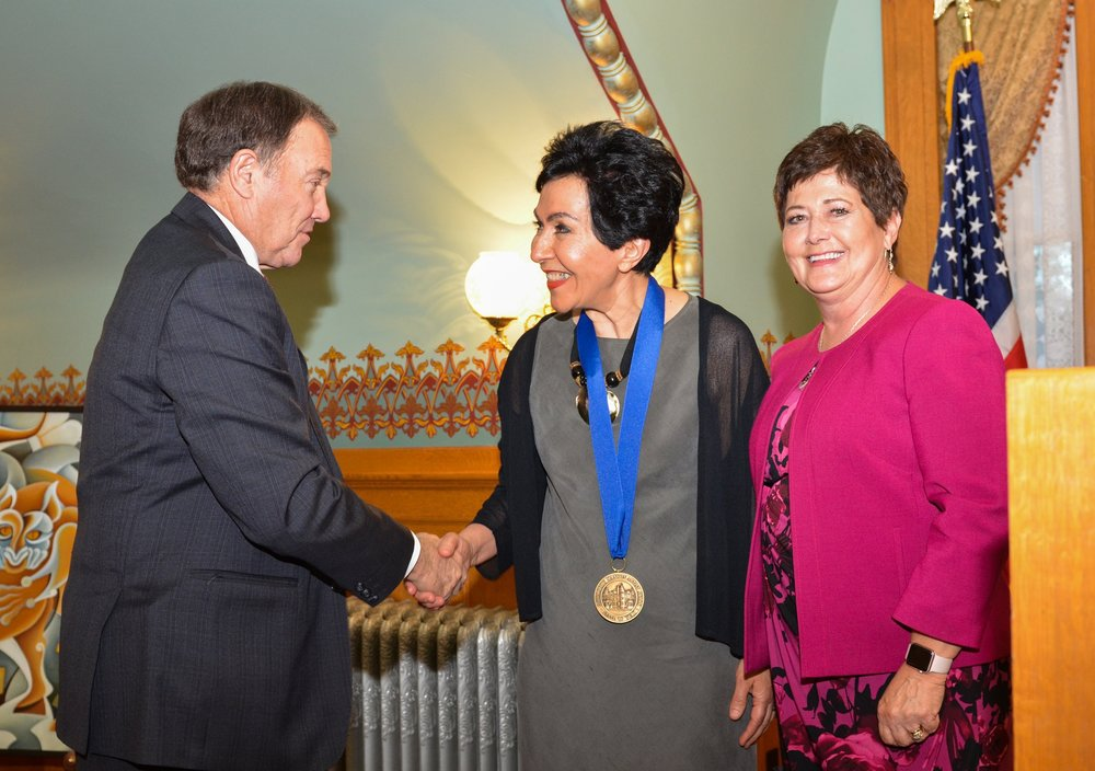 Governor Herbet awards Fahimeh the Governor's Mansion Artist medal (2018)
