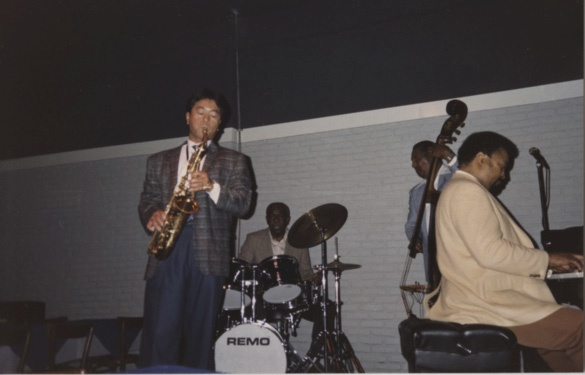 Nori with Ray Brown Trio.jpg