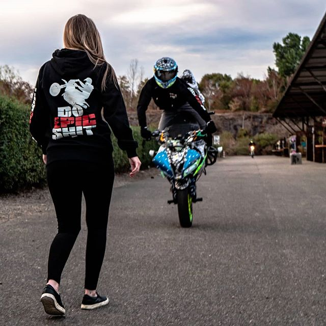 Step by Step 😈! Just 30 Days to our event @theepicmeet. In less than 7 Days we will open our NEW WEBSITE. Big things comming SOON 📣😏. #DoEpicShit #Theepicmeet #community #liveyourdreams #Bikelife #passion #Stuntlife #girl #stepbystep #meet #event