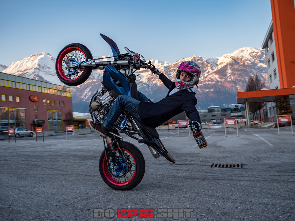 Wallpaper 8 Kenny_Stuntriding.jpg