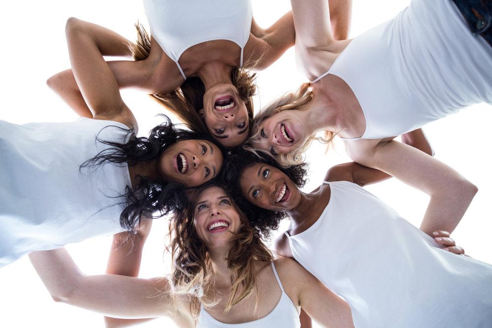 iho-plus-iloiset-naiset.jpg