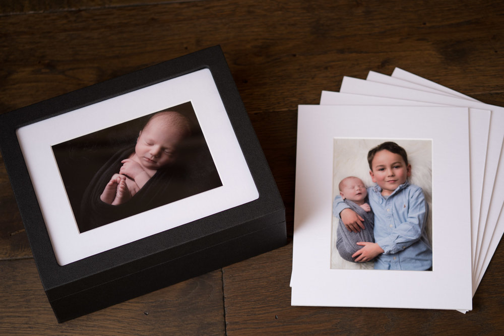 Newborn-Photography-Lincoln-Mounted-images-in-a-luxury-box-with-display-frame-006.jpg