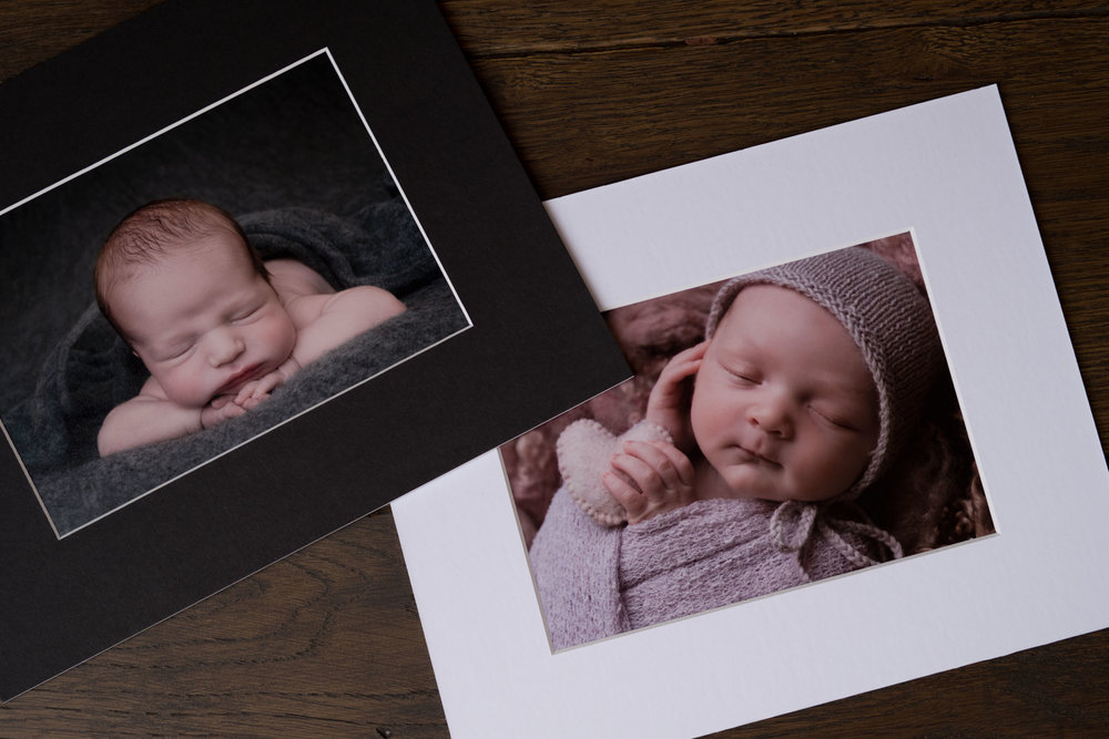 Newborn-Photography-Lincoln-Mounted-images-in-a-luxury-box-with-display-frame-008.jpg