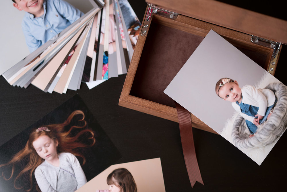 Newborn-Photography-Lincoln-Wooden-Keepsake-Box-For-Prints-001.jpg