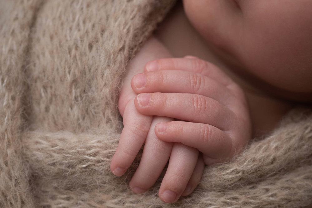 Newborn-Photography-Lincoln-Mama-Bear-Photography-9.jpg