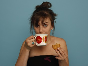 laura lexx - world's worst tea - Award-winning comedian and host of the CineMastermind podcast Laura Lexx helps us settle a debate that goes all the way back to the very first cuppa that was stewed a little too long and severely displeased a Chinese emperor.We reveal tales of daring disguise by swashbuckling colonialists, the hitherto little known practice of tea duelling and the astonishing number of different digestive systems posh people like to have their tea leaves past through before they actually drink the stuff.Photo from Ents24
