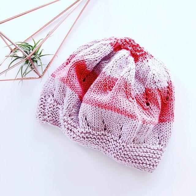 Es wird wieder kalt draussen!! Die beste Zeit für gemütliches Stricken 🧶 von schönen Accessoires, die uns warmhalten ❤️ Habt ihr Lust kreativ zu werden? Dann kommt doch zu unserem X-MAS Special Workshop am 13. Dezember in der Ostschweiz ❤️ 🖊 🧶  #gonecreating #letteringundstrick #knitting #knittersofinstagram #swissknitters #wolle #ostschweiz #kreativeauszeit #workshop #strickenmachtglücklich #yogafürdiehände