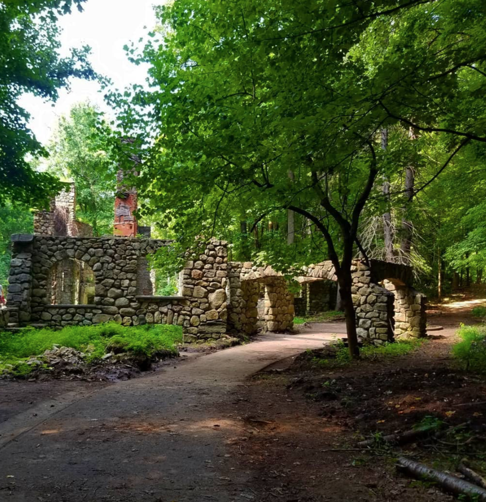 A New York Hike that Leads to an Old Diamond Dealer's Estate - The story behind the Old Cornish Estate is one of love, tragedy, and a lavish mansion reduced to stone and rubble. An easy hike near New York City leads you to these impressive ruins of an old diamond dealer's estate.Photo via Instagram @cbess418