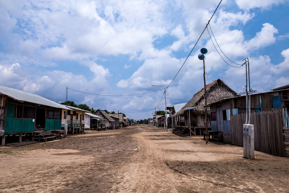 La rue principale de Paohyan qui peut être complètement submergée pendant la saison des pluies.