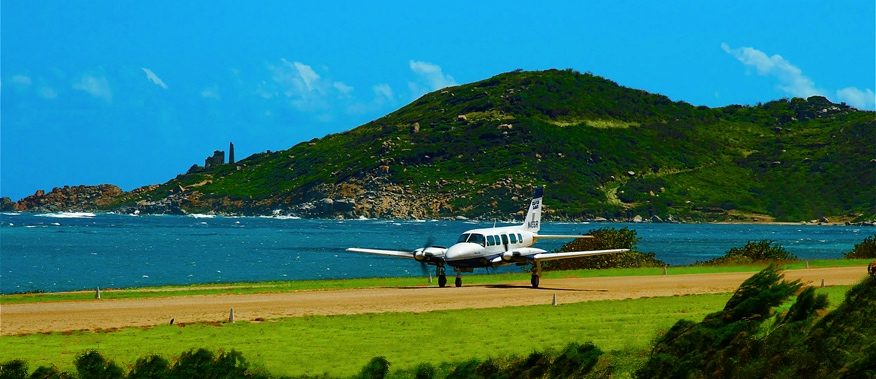 Island Birds landing at Taddy Bay Airport, Virgin Gorda (VIJ)