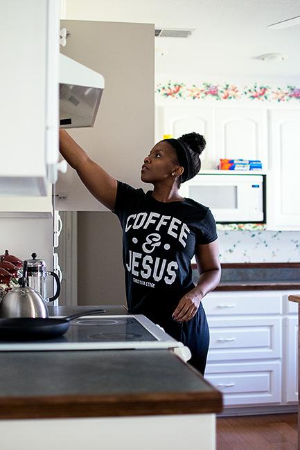lifestyle blogger white kitchen