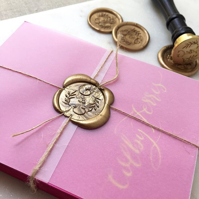 Pretty gold ink on bright, sassy pink! 🤗 💖 Placecards for a bride in FL a few weeks ago (I'm behind, I know!) . . . . #savannahcalligraphy #savannahcalligrapher #moderncalligraphy #moderncalligrapher #socialcurator #envelopecalligraphy #georgiacalligrapher #georgiawedding #lowcountrywedding #pinkandgoldwedding #pinkandgold #weddinginvitations