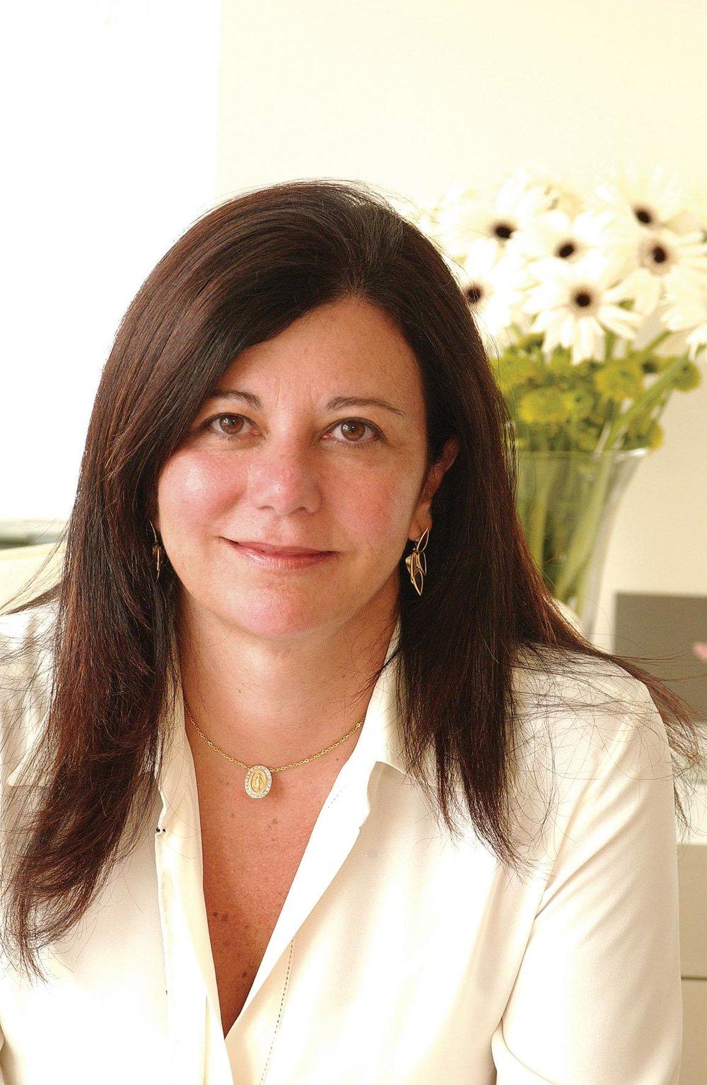 Denise Monteiro - arquiteta formada pela UNB – Universidade de Brasília. Denise construiu uma carreira com muita versatilidade atuando em diferentes áreas da arquitetura e com muito sucesso e inovação.Na decoração, Denise se consolidou com uma das principais arquitetas do Brasil. Atua fortemente no mercado de São Paulo, onde mantém seu escritório desde 1995. Participou de 7 edições da Casa Cor São Paulo, foi convidada para projetar por 3 anos a Ilha de Caras, em Angra dos Reis e esteve presente em inúmeras publicações como revista Vogue e anuários de Decoração.
