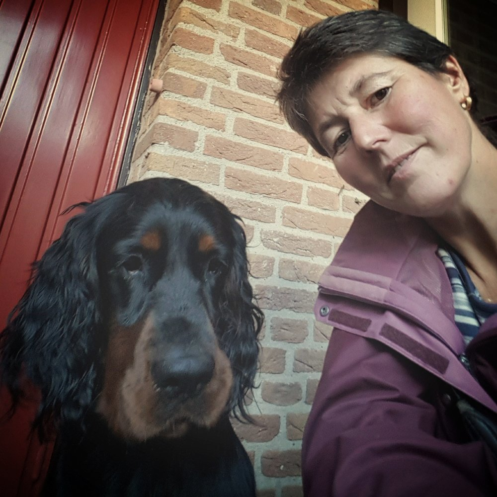 Ivonne van ZantenParaveterinair, speciale kundigheid in het fixeren van boze of angstige dieren. -