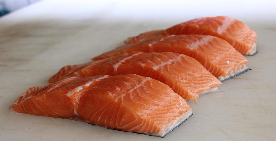 salmon-raw.jpg