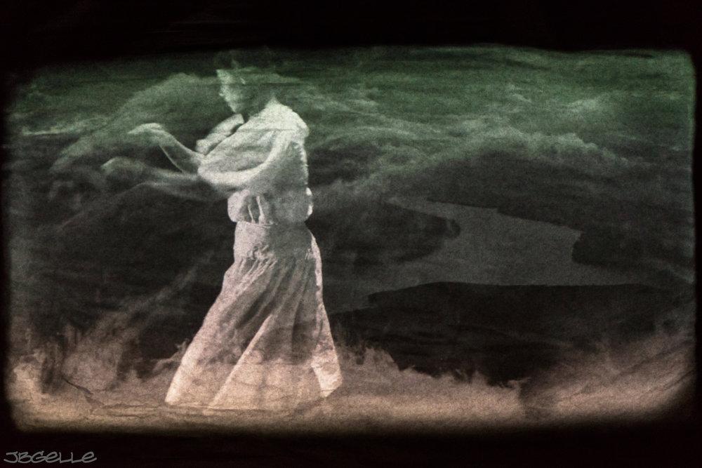 We Wait in the Darkness_Rosy Simas Dance_photo by Douglas Bealsey_4.jpg