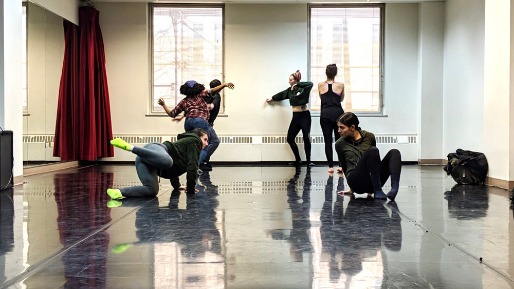 Teaching I students at the Dance Center of Columbia College Chicago. Photo by Zachary Whittenburg.