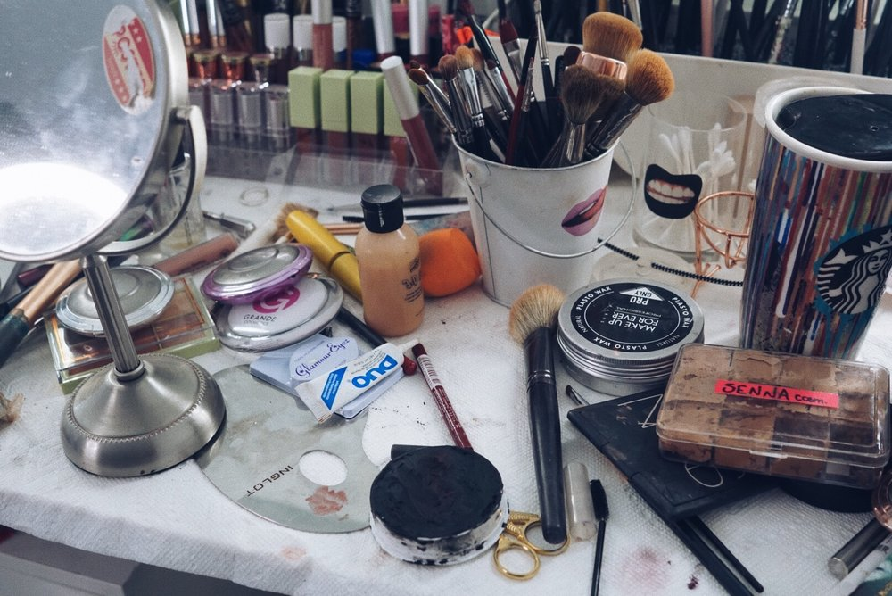 Y así queda mi estudio luego de un maquillaje como este.