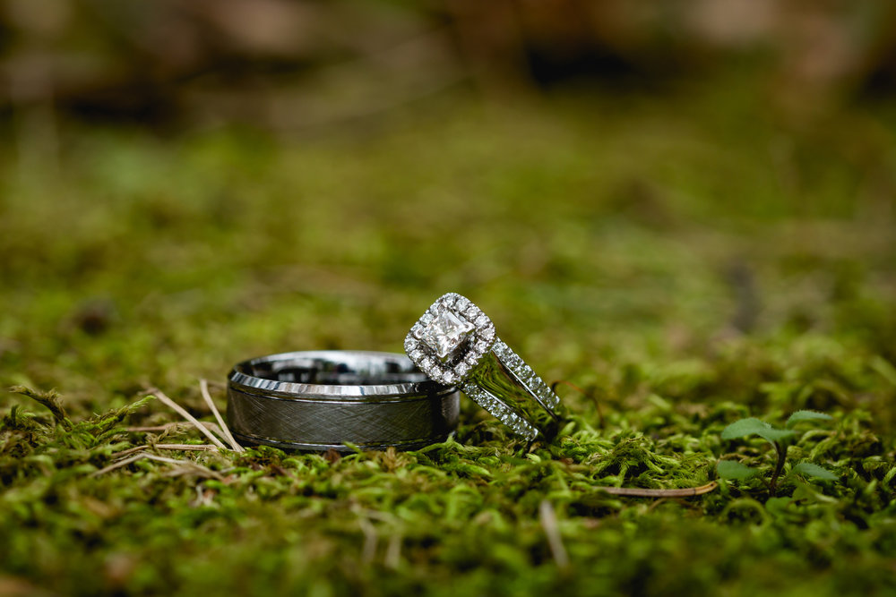 Amazing and Special Wedding Rings and Details Shots