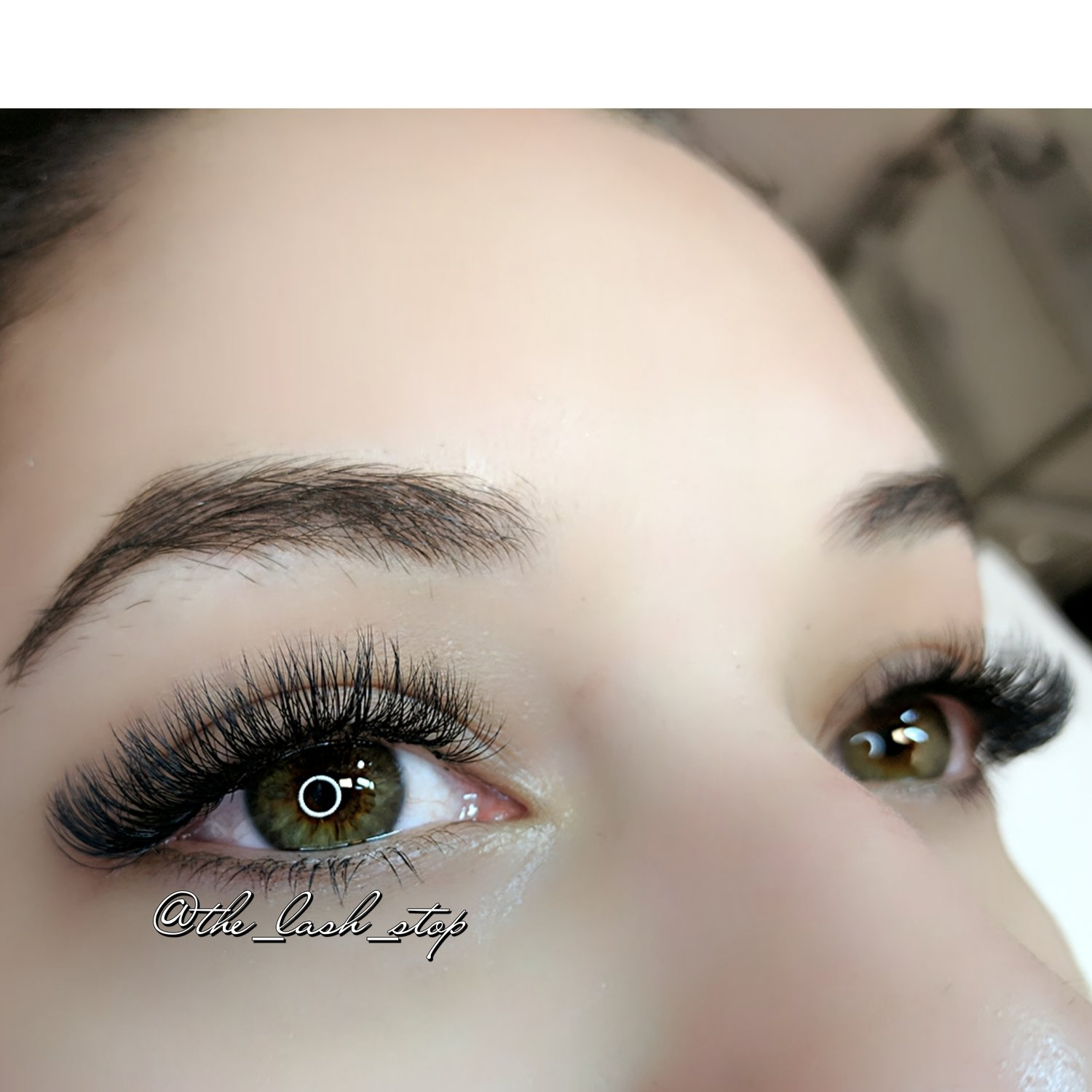 d48e8d868ad The Lashful Set is a hybrid of Classic and Volume Mix. Carefully placing  one Classic