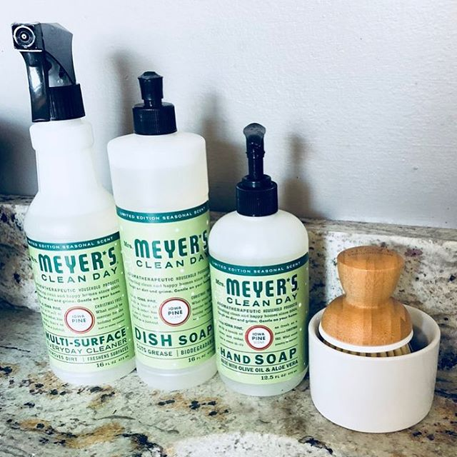 I love shopping at Grove Co! It is such a great company and right now you can get a five piece set of Mrs. Meyer's cleaning products for free! Check out the link in my profile to find out how to get yours! 🤓😊🌱 #grovehome #grovecollaborative #mrsmeyers #mrsmeyerscleanday #carbonoffset #cleanhome #cleanhomehappyhome #sustainableliving #sustainable #freebies #getyourstoday