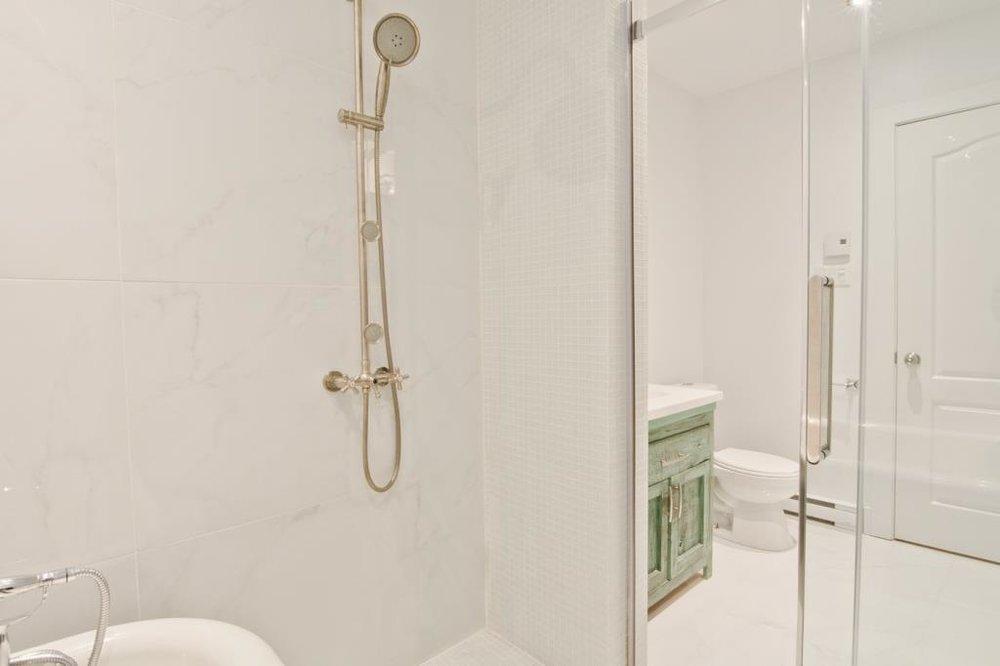 rudesign-condo-estrie-salle-de-bain-2.jpeg