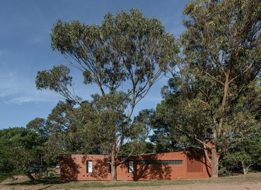 rincon-house-estudio-galera-arquitectura-buenos-aires-argentina-brickwork_garden_diego_medina.jpg