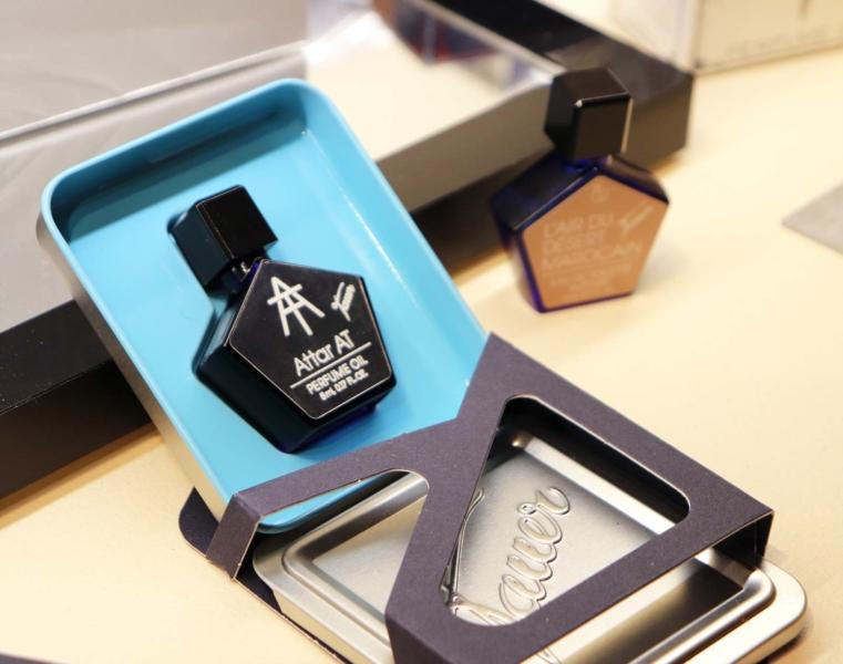 Čistý parfém na olejové bázi, tzv. Attar