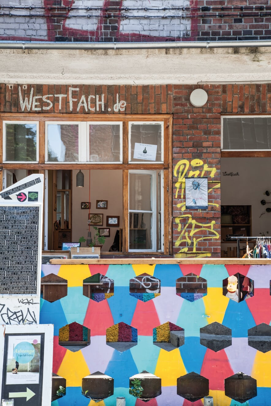 Karl-Heine-Straße je centrem části Plagwitz, která je hlavním uměleckým útočištěm. Zajděte sem na kávu, oběd, veganskou zmrzlinu nebo třeba nákupy old-school knih a desek.
