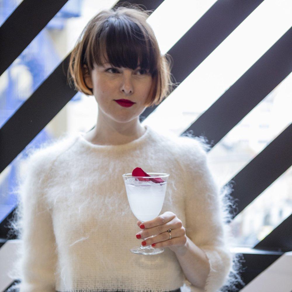 2. 11. 2018Fashion Brunch se Zuzkou Kubíčkovou - Canapé by Soffa: kulturní pop-up uvádí neformální posezení – pro některé snídani, pro některé oběd – se znamenitou módní návrhářkou Zuzkou Kubíčkovou.Povídat si budeme o tom, co práce módní návrhářky obnáší, co Zuzka právě chystá i co ji inspiruje. Přijďte se zeptat na to, co zajímá právě vás.Přijďte si vybrat z nabídky sladkých i slaných potěšení do čtrnáctidenního pop-up bistra, které pro vás v Obecním dvoře přináší Poke House a bistro Ollies.—od 11 hod. | Canapé: Bistrobez registrace| Facebook