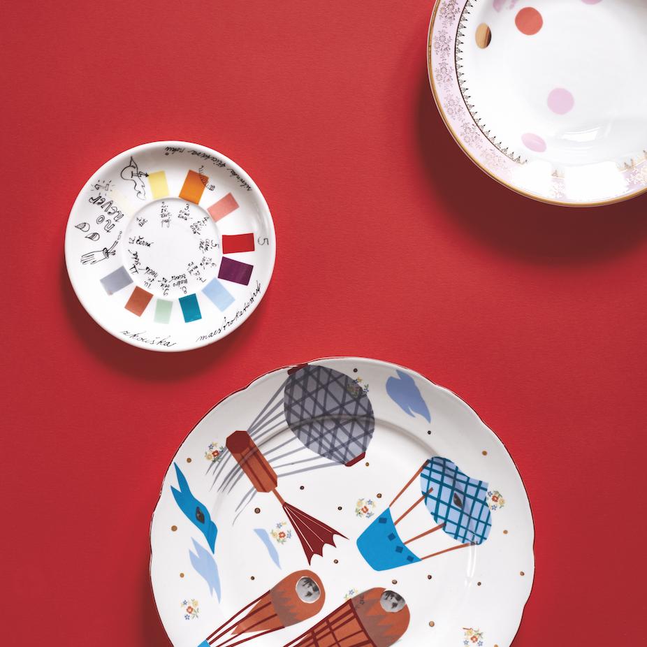 Maestrokatastrof: porcelán s příběhem - Silvie Luběnová využívá porcelán s příběhem, jehož motivy a dekory doplňuje kresbami a výstřižky ze starých fotografických portrétů, které dohromady tvoří nečekané kombinace.Přijďte si vybrat svůj jedinečný kousek i vy!—Canapé: Prodejní Pop-upy25. 10. – 8. 11. 2018, od 10 do 21 hod.
