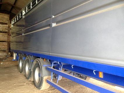 livestocktrailer.jpg