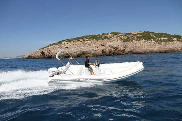 SELVA 650 - Capacity: 11 | From €650