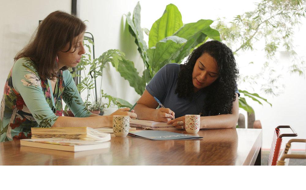 - A Mudita também é formada por uma rede de profissionais conectados com o seu propósito e com o propósito da Mudita, que são alocados conforme o perfil e a necessidade de cada projeto, sempre coordenados e orientados pela fundadora!