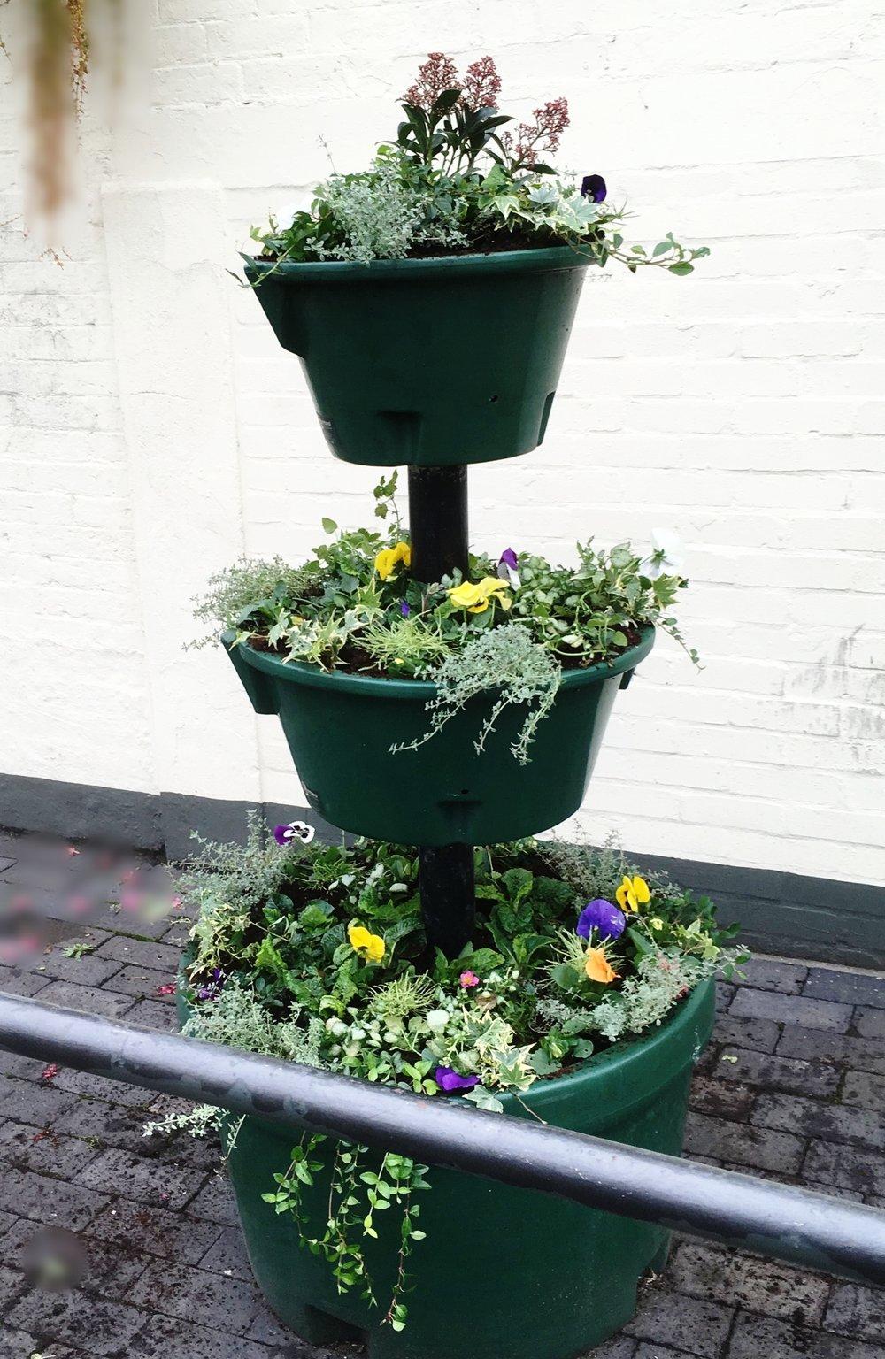 Floral Fountain Planter Willington